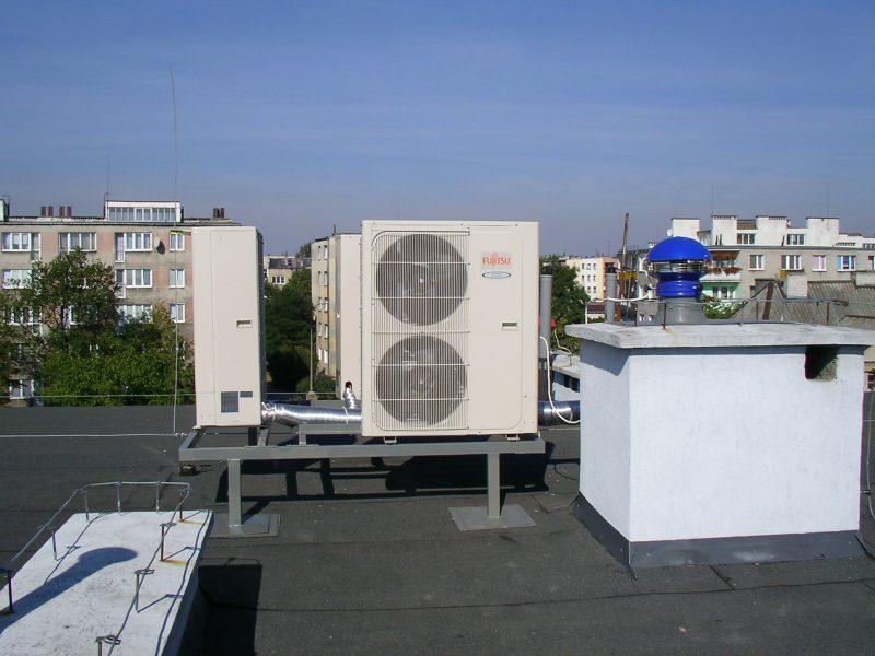 Zdjęcie z instalacji wentylatorów dachowych
